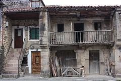 Casas (heegle) Tags: espaa rural canon eos spain holidays turismo cantabria 450d 1855mmis rebelxsi valledecabuerniga heegle sansebastiandegarabandal