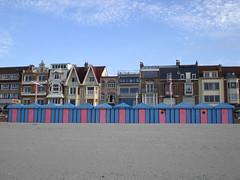 Find the ugly duckling (Silanov) Tags: ocean houses sea france beach strand town seaside frankreich meer europe eu stadt plage beachhuts dunkerque nord seasideresort häuser seebad goldstaraward
