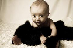 baby (Elvar rn) Tags: portrait favorite baby love face childhood canon studio fun happy prime kid eyes child bokeh 24mm 2008 babys 08 30d blackpearl elvaro elvar canon30d canon24mmf28 strobist thelittleones ef24mm elvarorn studiobaby 524mmf28 ef24mmf28ii
