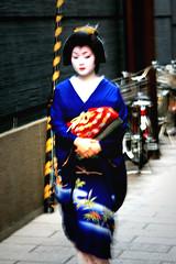 Geisha in a hurry (SonjaH.) Tags: kyoto geisha kimono gion traditionell hongkongtokyokyototaipei2008