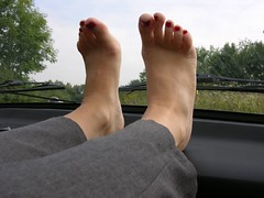 barefeet on dashboard 0012 (klaudiath13) Tags: auto feet car barefoot barefeet dashboard füsse barfus