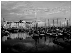 0276 A Corunha II (orxeira.gz) Tags: blue sunset sea luz sol azul boat mar casa barca tramonto barco cu galiza porto nuvem reflexo hercules oceano predio pds cais atlantico acorua solpor 0276 acorunha postadosol orxeira 0276276