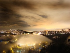 Por la noche noche llegan las nubes - At night come the clouds (Romulo fotos) Tags: southamerica clouds luces noche quito ecuador twilight haze nightlights valle valley nubes crepusculo sudamerica bruma flickrduel ciudaddequito alemdagqualityonlyclub romulomoya