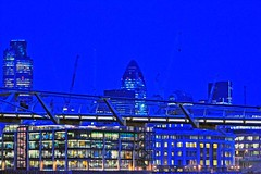 London @ night 19th dec 2008_-45 (Small) (semplemike) Tags: christmas xmas london lights statues londoneye tatemodern milleniumbridge stpaulscathedral monuments 2008 riverthames oxo londonnight nikond3 copyrightmichaelsemple