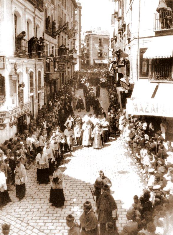 Entierro del Cardenal Reig en Toledo en 1927 en la Cuesta de Belén