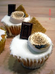 smores cupcakes upclose (the sweet life creations) Tags: cheese cookie chocolate cream cupcake marshmallow hershey oreo graham smore frosting