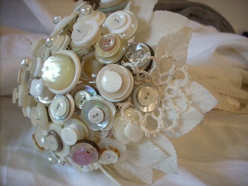 What a great idea for a romantic or even Victorian wedding