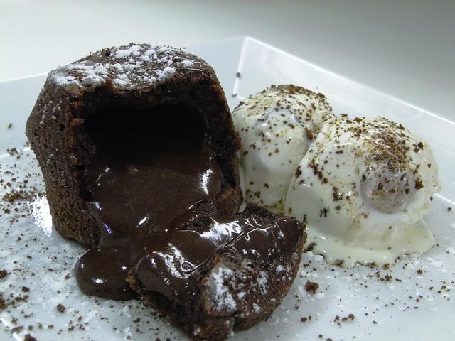 Detalle del Coulant de Chocolate con Helado de Vainilla, Chocolate y Cookies