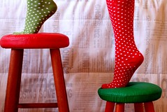Up up! (Honey Pie!) Tags: red verde green feet socks rouge vert vermelho bolinhas ps ameliepoulain meias banquinhos poulain highsocks amliepoulain meiasdebolinhas