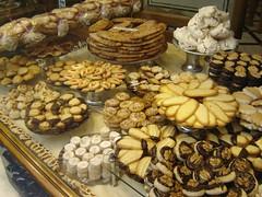 Cake - Barcelona (intasko) Tags: barcelona food cake spain patisserie espagne barcelone boulangerie gateau espagna sucrerie sabl halawiyate