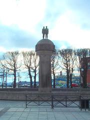 Statue in Oslo (litlesam1) Tags: oslo norway scandanavia