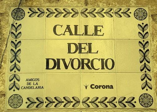 Calle divorcio, esquina Amargura.