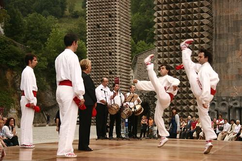 2008-08-27_Arantzazu-Apostoluen-soka-dantza_IZ 203