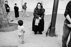 (Hughes Lglise-Bataille) Tags: blackandwhite bw pope paris france saint catholic benoit noiretblanc sister religion visit nb papa 2008 soeur pape visite pre benedict religieuse xvi catholique croyant fidele