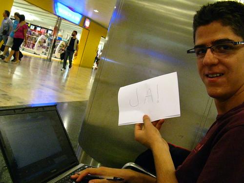 Escribiendo en un portatil Aleman