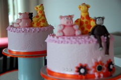 Pig Cupcake tower (TheLittleCupcakery) Tags: tower monkey pig little cupcake giraffe tlc cupcakery xirj klairescupcakes