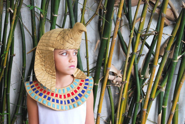 costumes halloween kids children gold reina theatre recycled egypt dressup queen egyptian egipto fiberart 2008 nefertiti cleopatra fabrics headdress greco nefertari lizettegreco egyptianqueen rogre grecolaborativo halloween2008 robertogreco robertgreco egicios