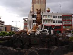 kitten statues