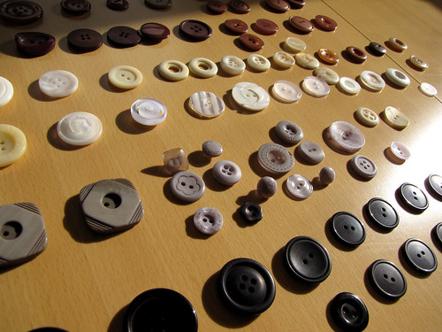 button arranging
