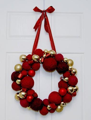 finished yarnball wreath
