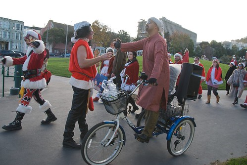 Santas rampage through Duboce Park - Santacon 2008