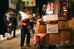 macau * paper box collector (* andrew) Tags: street people film night natura 1600 elder fujifilm worker macau fujicolor classica paperbox file:name=2008120502classica33jpg