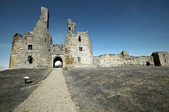Dunstanburgh Castle (Nala Rewop) Tags: uk castle northumberland soe dunstanburgh abigfave theunforgettablepictures platinumheartaward