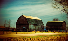 Antiqued HDR Barn (Jesse James Photography) Tags: sky barn photoshop nikon farm tamron hdr antiqued adobelightroom tamron1750 nikond80