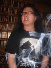 這白霧...沒錯是大魔王發射出來的...絕對不是香煙之類的