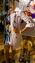 bebe Boutique window photo 1455 (Candid Photos) Tags: california fashion retail shopping designer boutique bebe beverlyhills accessories raincoat 90210 womensshoes fashionboutique rodeodrive womensclothing retailstore displaywindows beverlyhillsca americandesignerclothing womenssexyclothing finetailoring sexyfashions upscaleshopping designerboutique northrodeodrive highendretail 308northrodeodrive 3102712338 wwwbebecom highendshopping bebeboutique womenshighheelshoes whiteraincoat womanshipcclothingstyle march312008 womanssummerprintdress womanswhiteraincoat