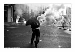 (Hughes Léglise-Bataille) Tags: blackandwhite bw paris france topf25 fishermen noiretblanc smoke protest demonstration flare 2008 manif manifestation marins fumigène pecheurs