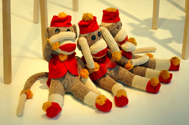 073108_sock_monkey_other_view