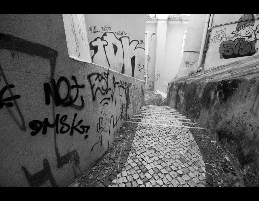 escadas em alfama - grafitti