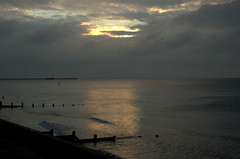 6.05am (lynnepet) Tags: sunrise dawn nikond70 earlymorning beachhut frinton