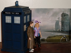 A Robot Spider spies on the Doctor and Rose