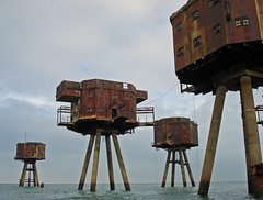 Shivering Sands sea forts (diamond geezer) Tags: whitstable hernebay seaforts maunsellforts bayblast shiveringsands 2008favourites