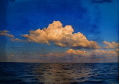 Essere liberi e... (Dario Morrone) Tags: light sea sky clouds barca nuvole mare cielo experimentation salento luce onde dariomorrone sperimentalmente essereliberie