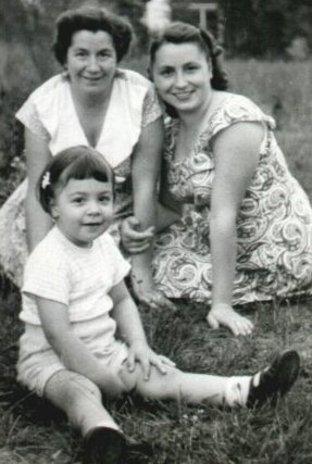 Oma, Edith Mama and Mom