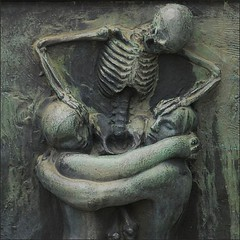 Till Death Do Us Part (jurek d.) Tags: sculpture art oslo skeleton death couple lovers mortality vigeland jurekd