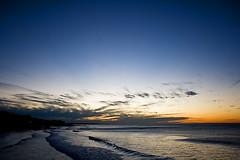 Amanecer, Puerto de la Libertad, El Salvador (rvsv - Rodolfo) Tags: ocean sea sky america sunrise mar centro el amanecer cielo salvador elsalvador nube madrugada oceano centroamerica