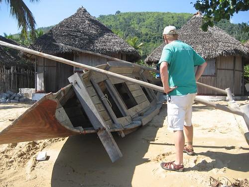 outboard canoe Nosy Komba
