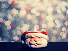Santa's bokeh (phlossdaily) Tags: santa christmas white digital happy lights eyes nikon soft december candle bokeh pastel desi crop santaclaus jolly eyebrows amaaaazing mouseteeff desibee christmascountdownchallange