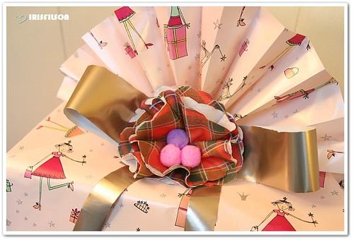 طرق لف الهدايا......... بالصور 3130893463_a86a605b89.jpg
