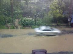 Flood in front Office (11) (yuniar_wg) Tags: office flood front semarang kantor banjir hardrain