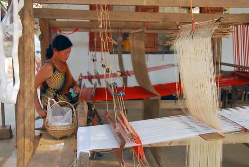 textile weaver, ban phanom