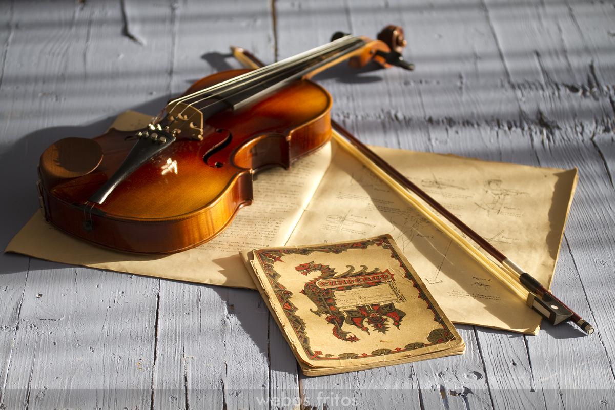 Recetario a mano con violin