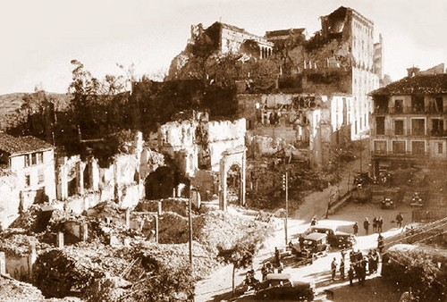 Zocodover, destruído por los bombardeos republicanos de 1936