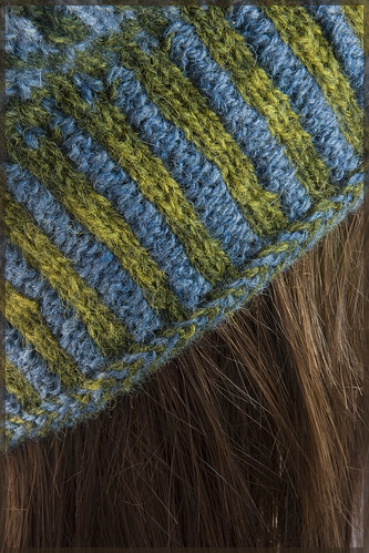 Kauni Swatch Close Up - corrugated ribbing and Nordic braid edge