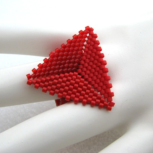 Shades of Red Triangle Peyote Ring (2206)