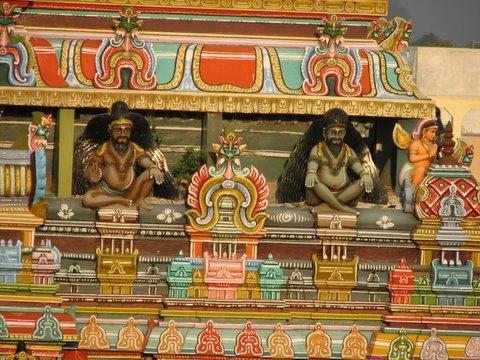 hermits on gopuram koodal azhagar kovil madurai 250308